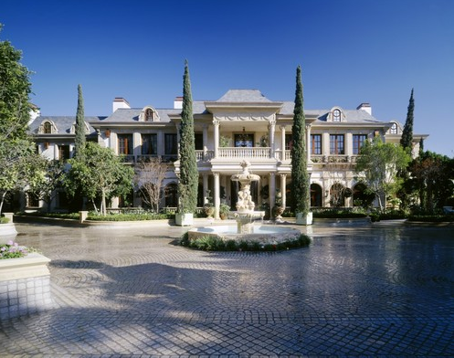 Mohamed hadid 39 s gargantuan bel air super mansion homes for Super mega mansions