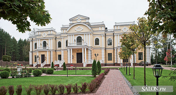 Who knew Russia had so many elaborate mansions??