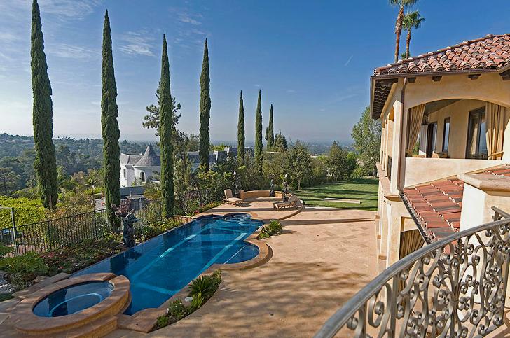 Mediterranean Villa in Encino
