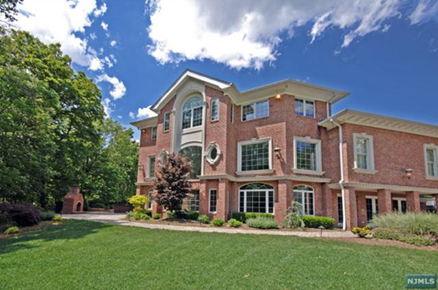 Gated Colonial in Franklin Lakes