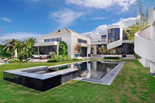 $29.5 Million Contemporary Estate In Palm Beach, FL
