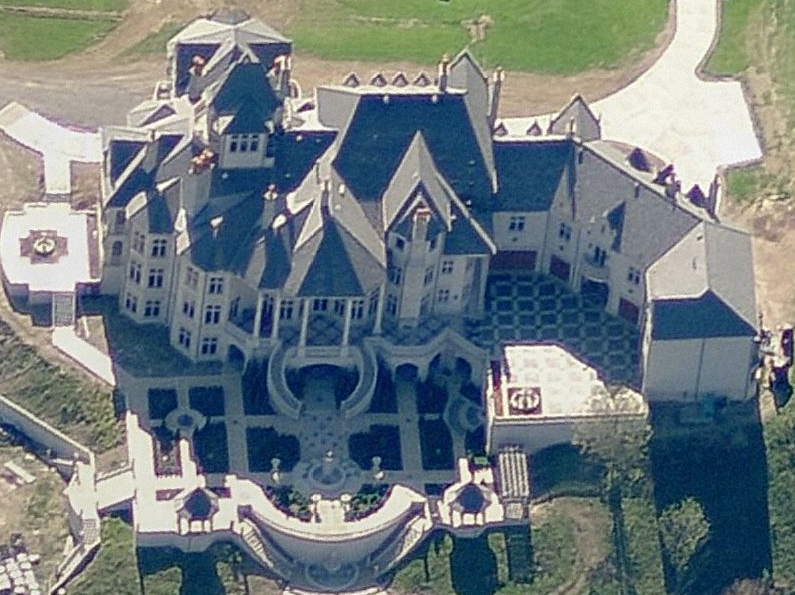 A Closer Look at the Insanely Gargantuan Mansion in Bell Acres, PA