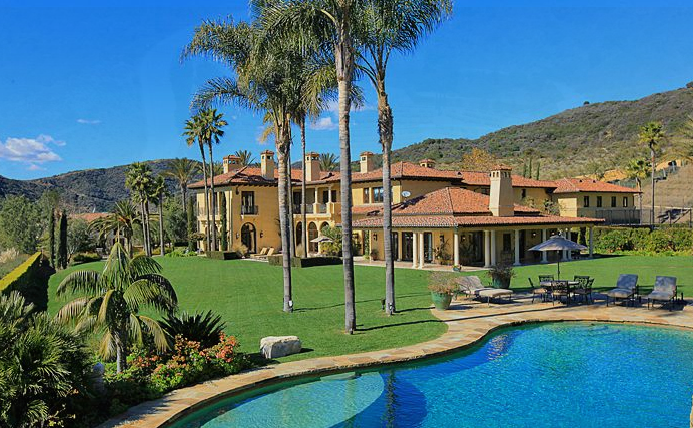 Rare equestrian and vineyard hacienda estate in the for Rich homes in california