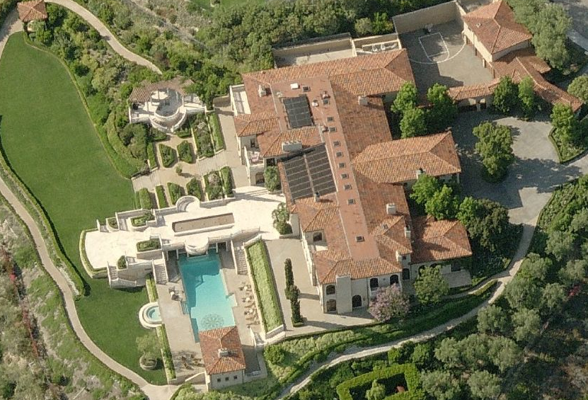 A look at some california mansions homes of the rich for Rich homes in california