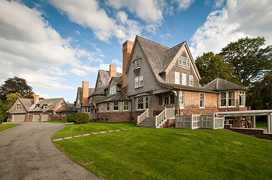 20 million belle haven shingle style estate in greenwich for Building a house in ct