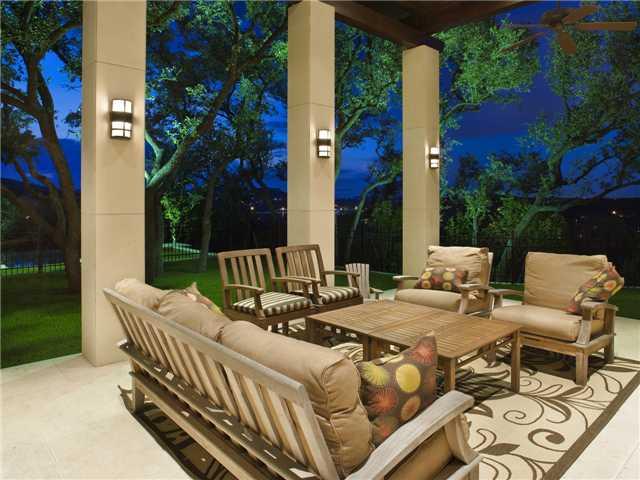 Classic Austin TX Estate With Contemporary Interior