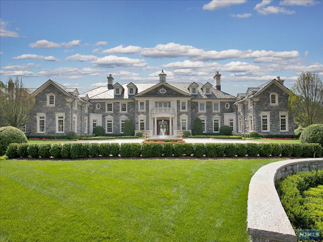 More pictures of the 68 million stone mansion in alpine for Big mansion homes for sale
