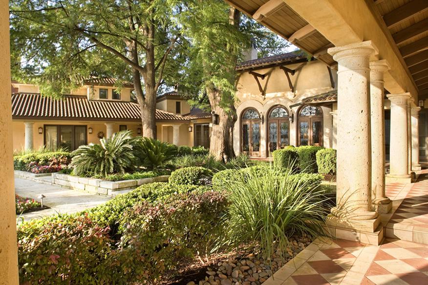 Mediterranean style estate on the shores of lake austin - Casas del mediterraneo valencia ...