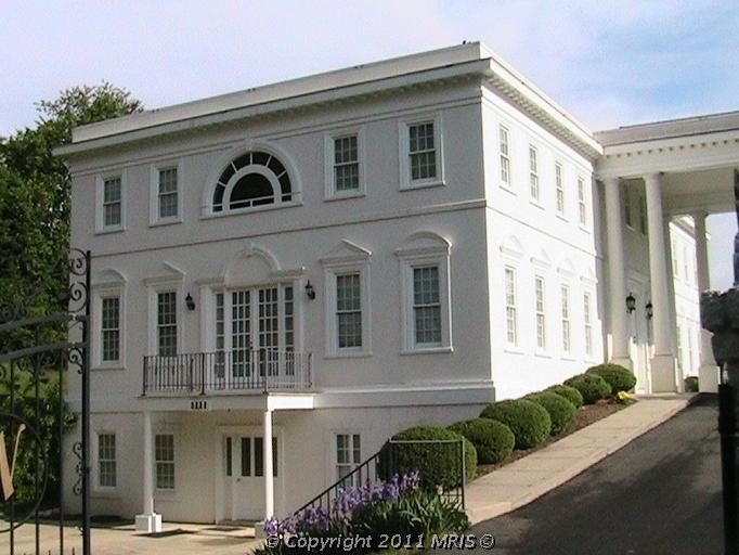 Virginia S White House Replica For Sale Homes Of The Rich