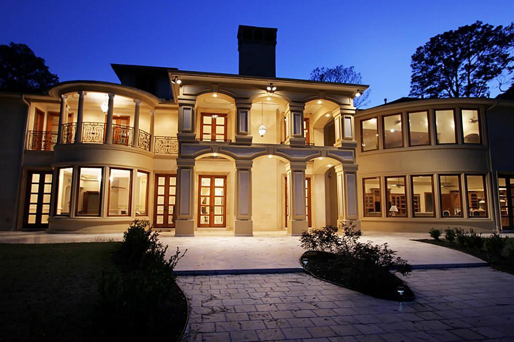 Luxurious French Estate In Houston, TX