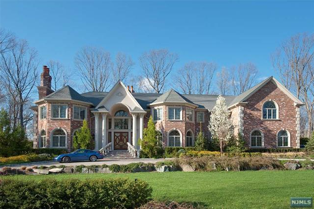 Newly listed 19 room mansion in saddle river nj homes for Nj house builders