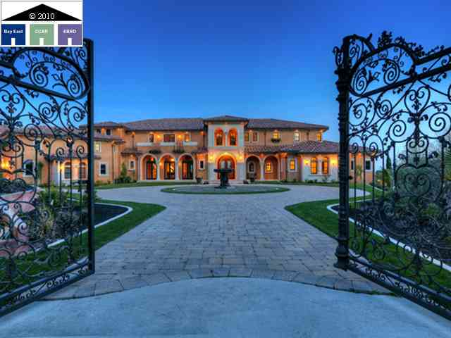 Newly built 16 500 square foot tuscan villa in blackhawk for Rich homes in california