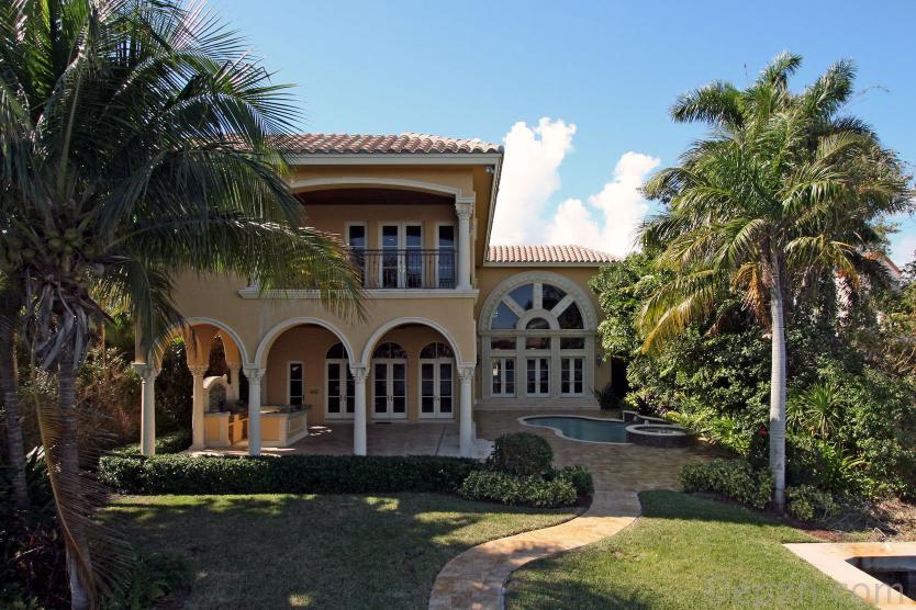 $7.995 Million Mediterranean Mansion In Boca Raton, FL