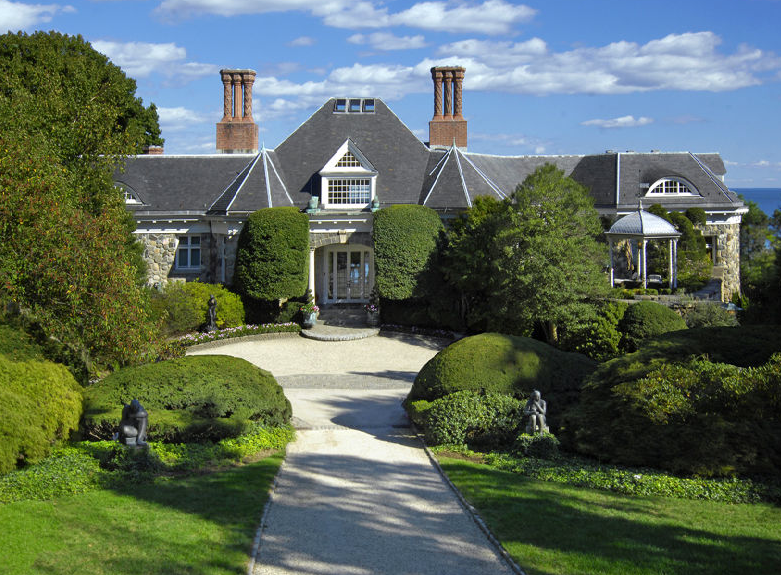 Greenwich ct mansion sells for a record breaking 39 5 for Builders in connecticut