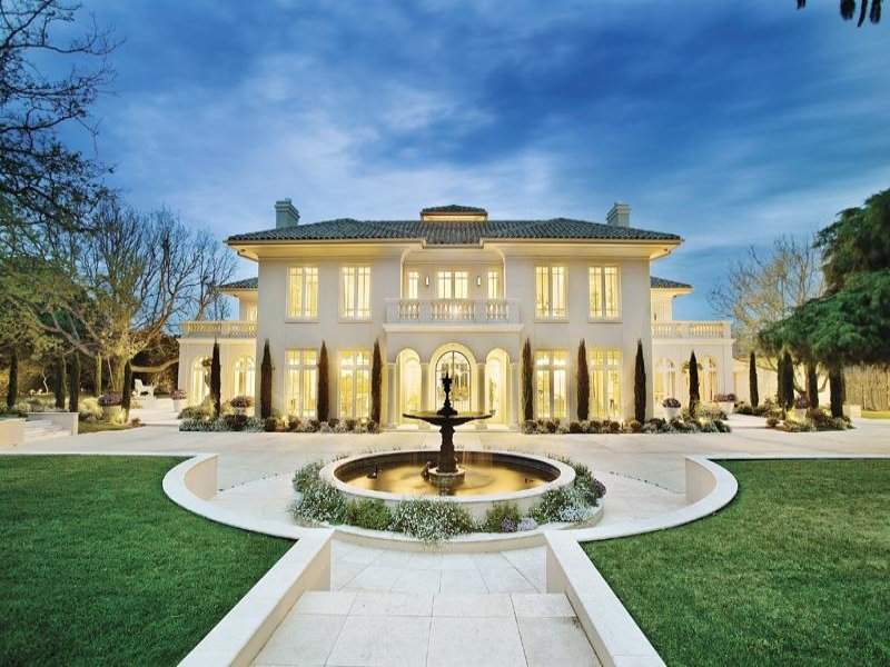 Beautiful European Inspired Residence In Victoria