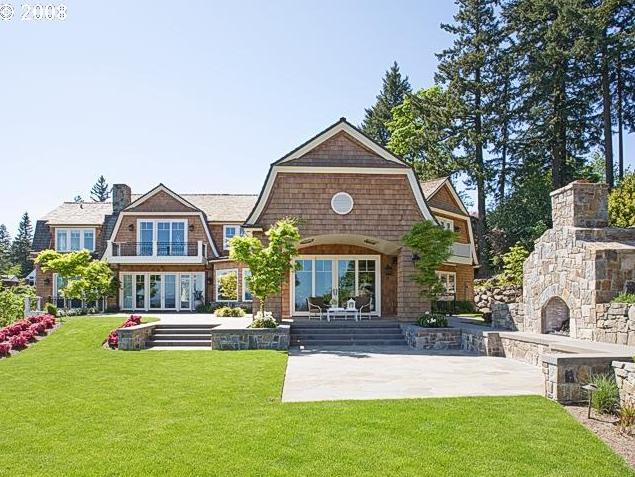 Mountaintop Shingle Home In Lake Oswego, OR