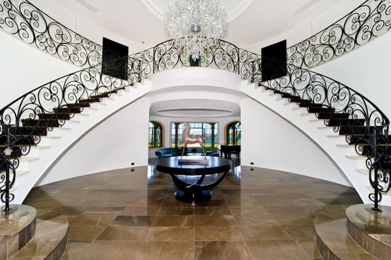 Luxury stairs gallery beautyfull double curved stairway for Double curved staircase
