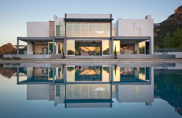 11 Acre Contemporary Estate In Agoura Hills, CA