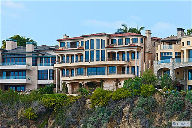 This Gorgeous Italian Villa Style Oceanfront Home Is Located At 170 Emerald Bay In The Gated Community Laguna Beach Ca Homes That Are