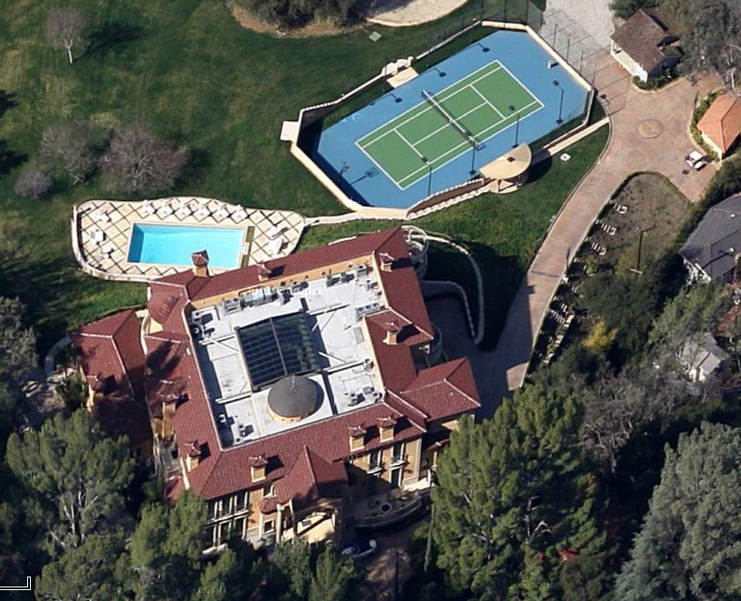 this newly built mediterranean style mega mansion is located on rancho street in encino ca and is easily the biggest home in the area - Biggest House In The World 2012