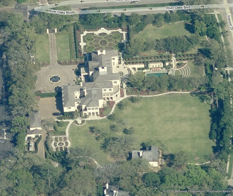 A Look At Some Texas Mansions