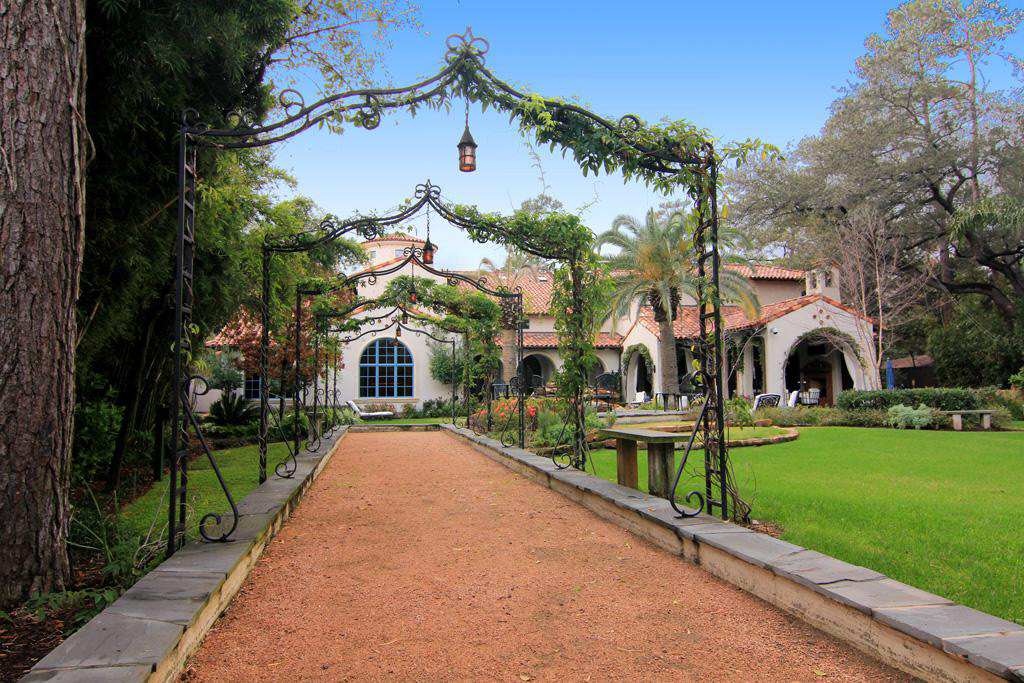 $7.95 Million Gated Mediterranean Mansion In Houston, TX