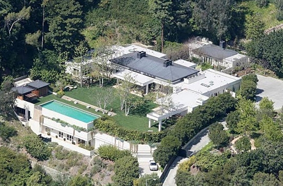 Beverly Hills Mansion, the house of Ryan Seacrest which caught on fire