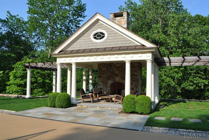 $10.95 Million Colonial In Armonk, NY