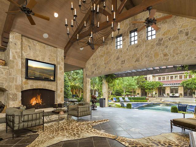 Luxurious English Inspired Estate In Dallas With Two