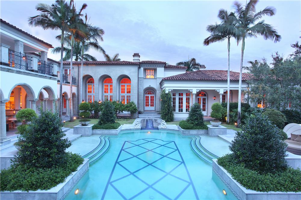 Mohamed hadid lists 48 000 square foot beverly hills mega for Luxury houses in florida