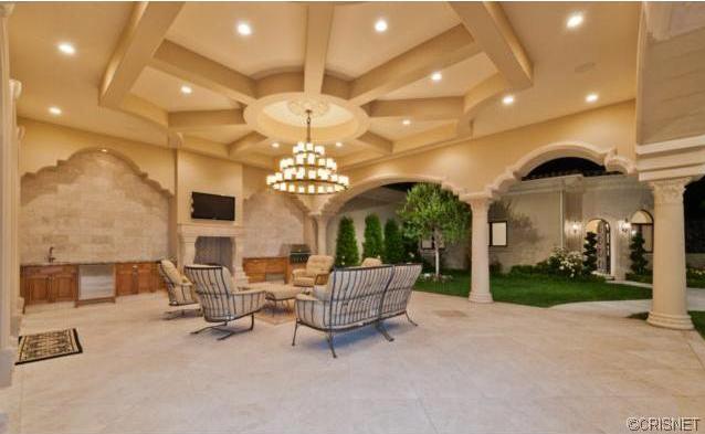 $9.995 Million Mediterranean Mansion In Calabasas, CA