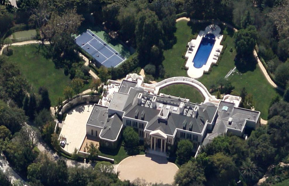 Billionaire Soccer Club Owner Lists 35 000 Square Foot