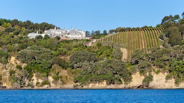 Te Rere Cove – A 34 Acre Waterfront Estate In New Zealand