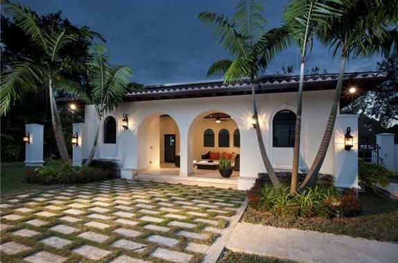 $5.5 Million Italianate Style New Build In Pinecrest, FL With Modern Interior