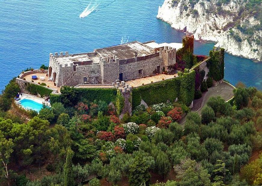 Via del castiglione a 44 million castle in capri italy for Villas in capri