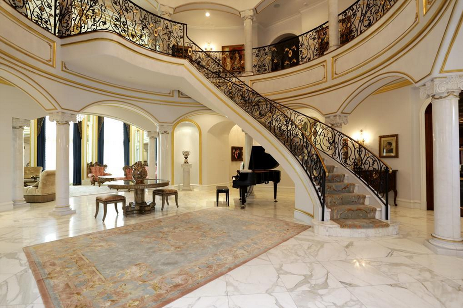Luxury stairs gallery july 2013 for Luxury staircase