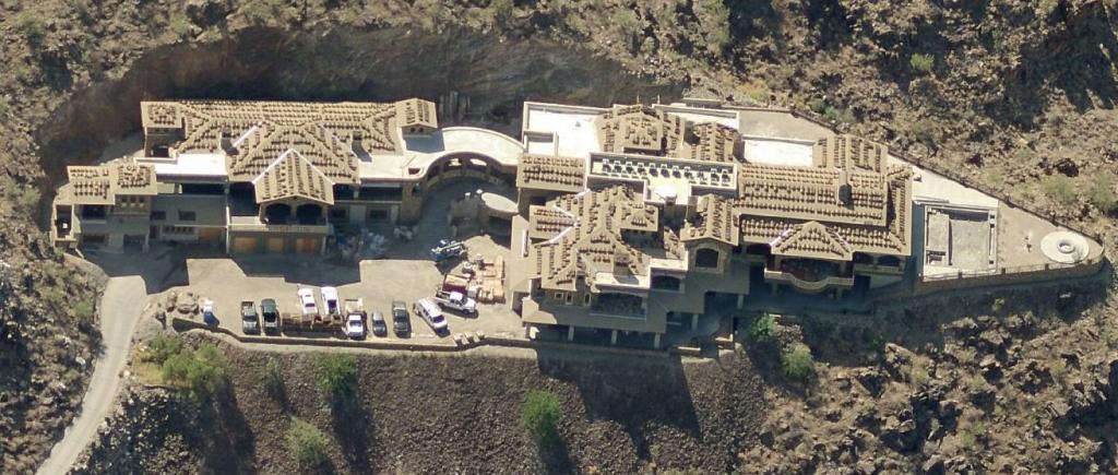 Billionaire s 21 000 square foot paradise valley az mega for Billionaire homes for sale