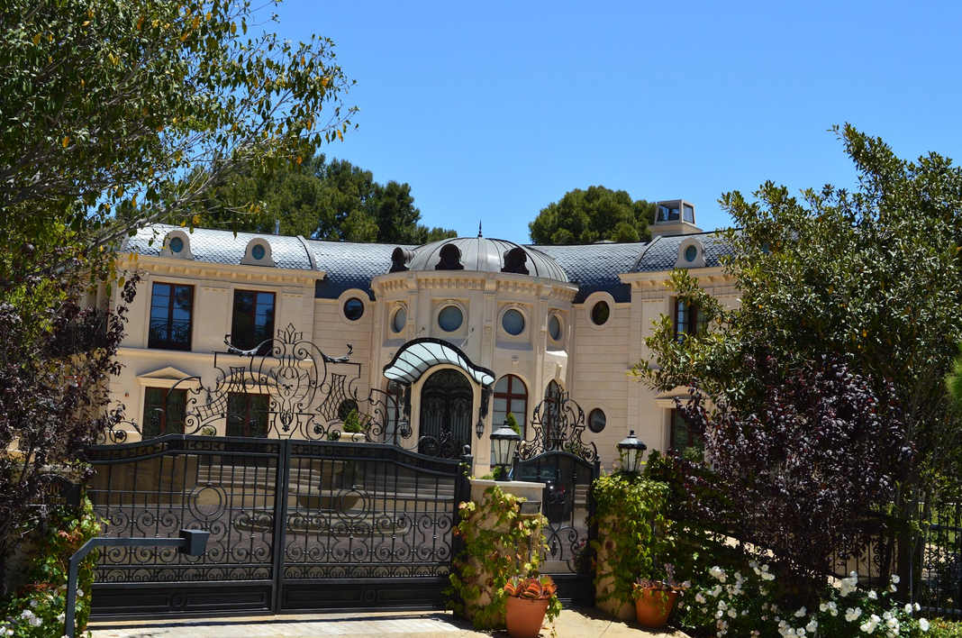 21 000 square foot limestone mansion in beverly hills ca for Beverly hill mansions for sale