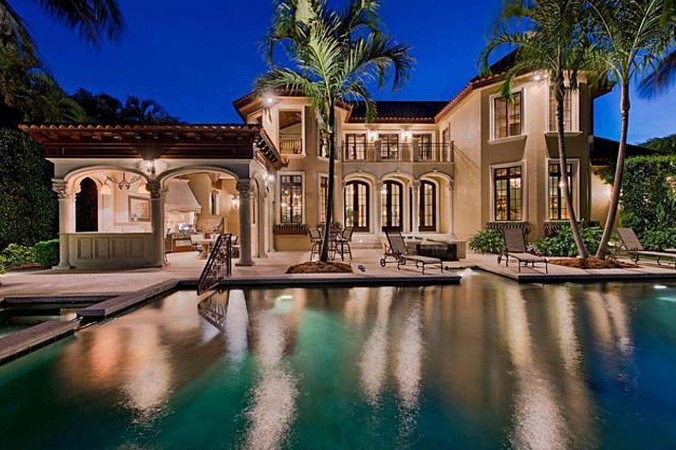 Villa Felice A Mediterranean Style Bayfront Mansion In