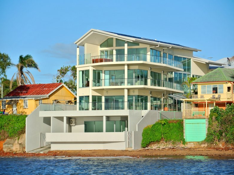 Modern waterfront mansion in queensland australia homes for Modern mansions for sale