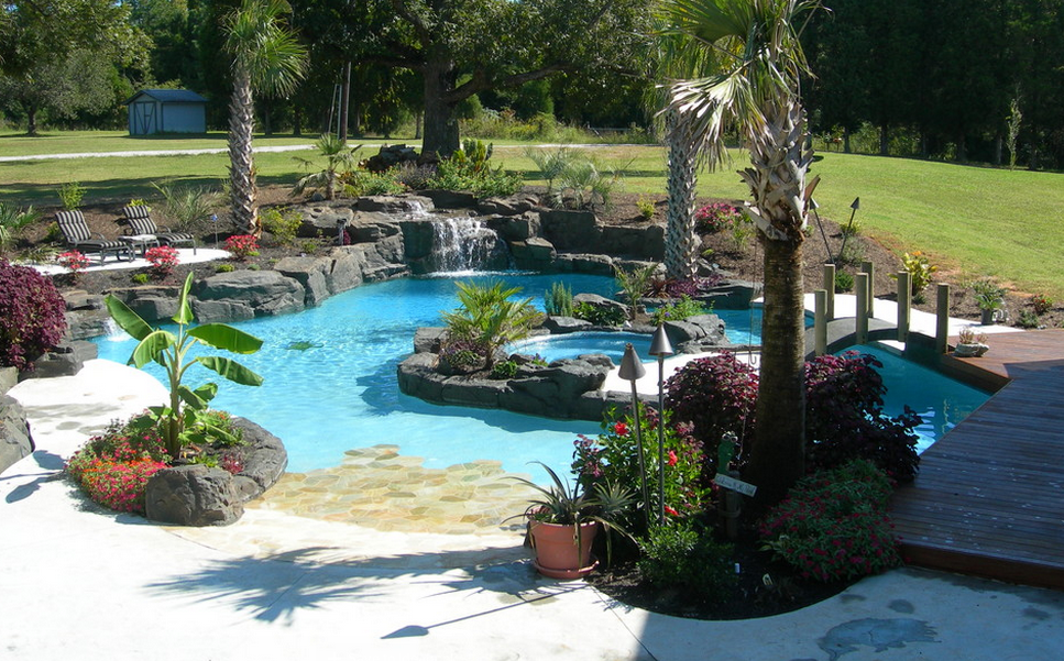 A Look At Some Residential Lazy Rivers Homes Of The Rich