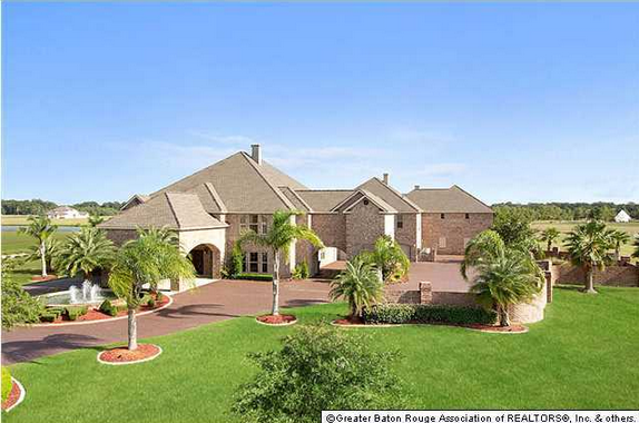 Two mansions on the same street for sale in baton rouge for Home builders in louisiana