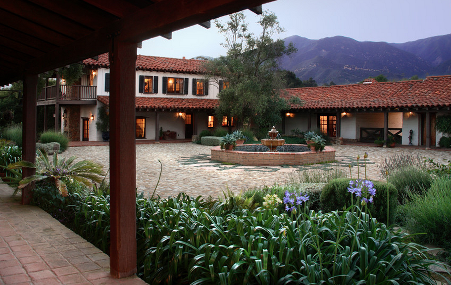 HOTR POLL: Which Courtyard With Fountain Do You Prefer?