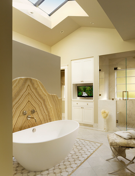 A Look At Some Master Bathrooms With Skylights