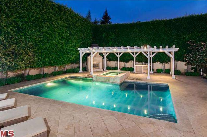 $9.595 Million Mediterranean Mansion In Pacific Palisades, CA