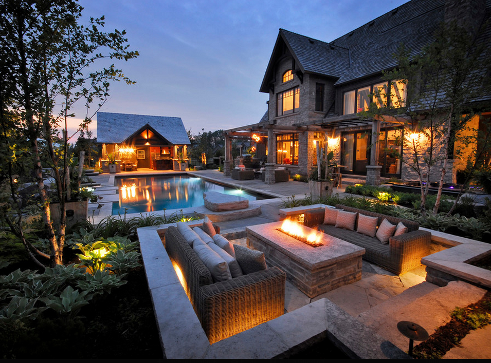 A Look At Some Fire Pits From Houzz Com Homes Of The Rich