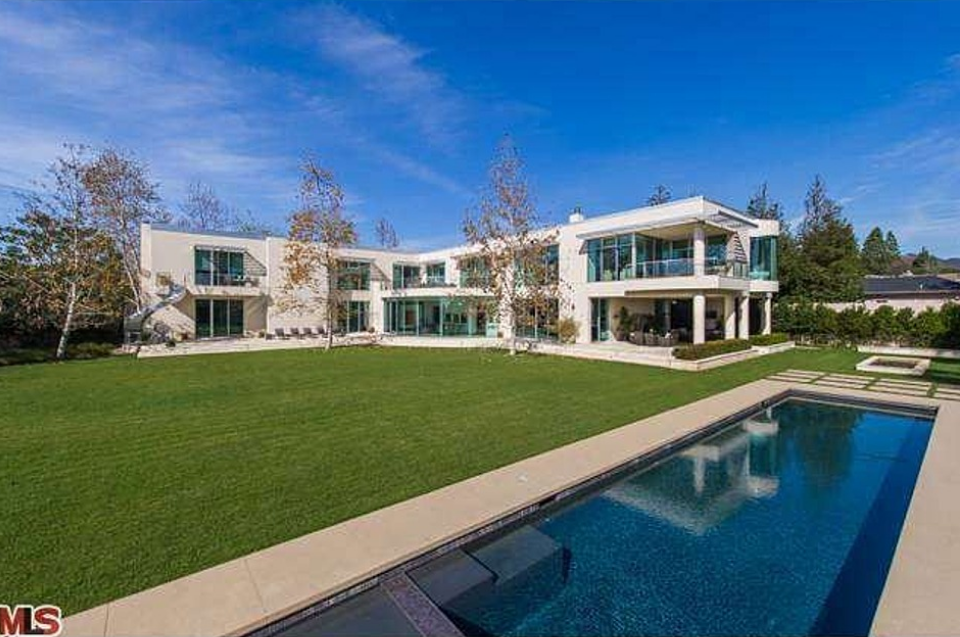 $18.5 Million Contemporary Mansion In Pacific Palisades, CA