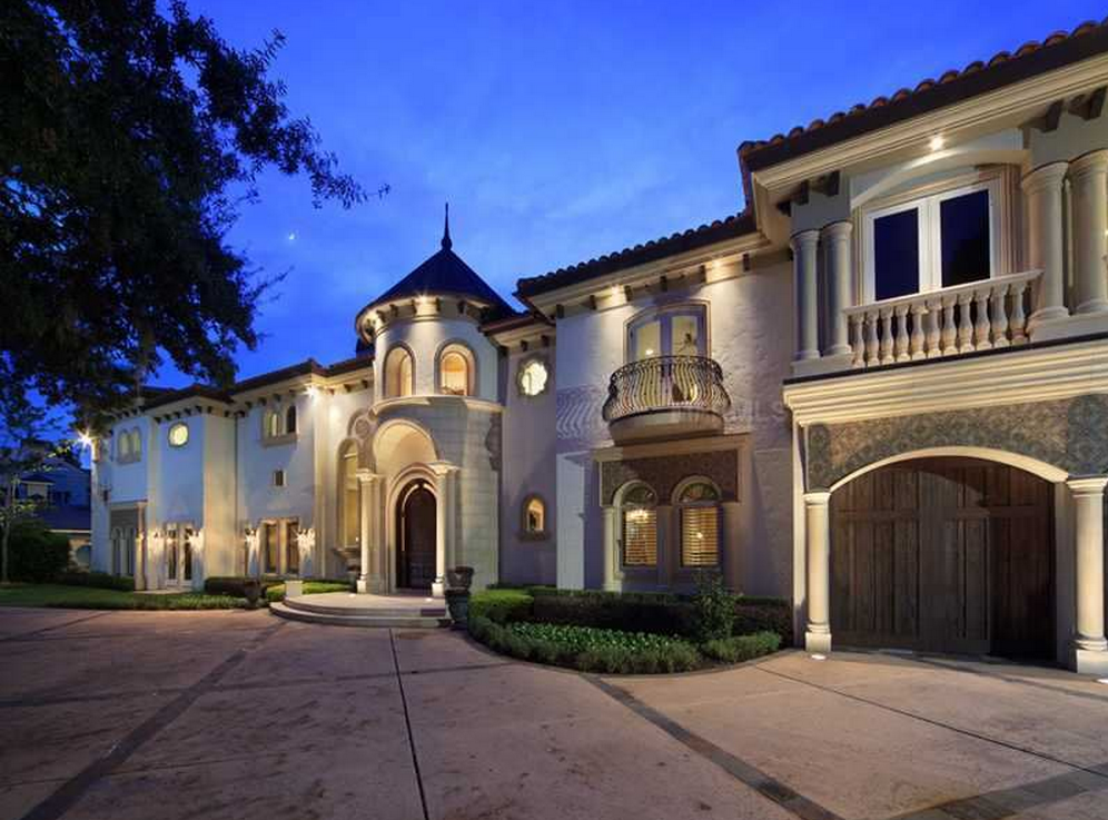 6 995 Million Lakefront Mediterranean Mansion In Winter