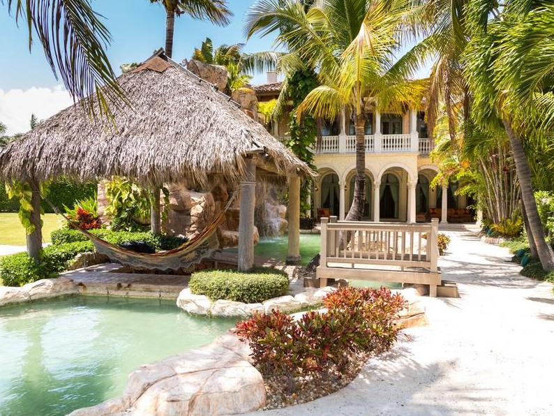 $5.5 Million Elaborate Waterfront Mansion In Lighthouse Point, FL