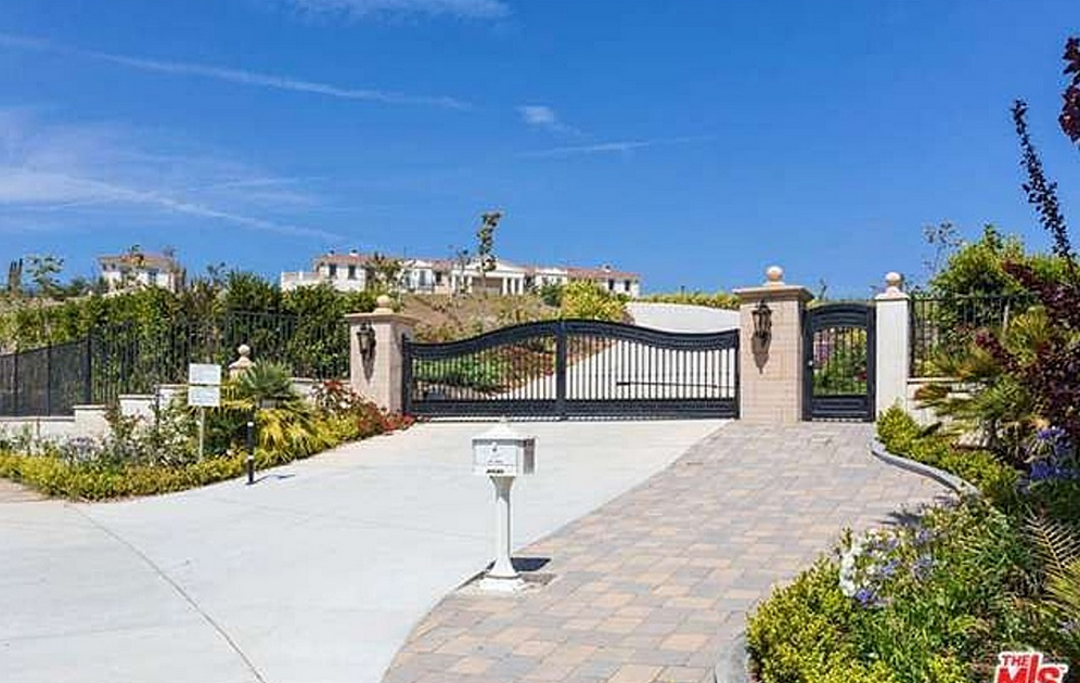 14 5 Million Neo Classical Style Newly Built Mansion In Malibu Ca Homes Of The Rich